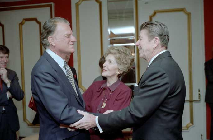PICT Billy Graham Ronald Nancy Reagan - wikimedia