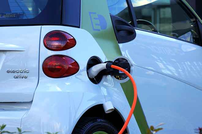 PICT Electric vehicle charging - EarthTalk - Pexels
