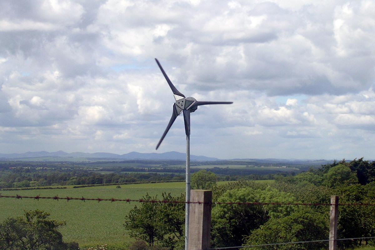PICT EarthTalk backyard wind turbine - FlickrCC - Corwin