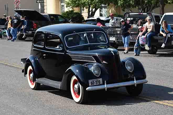 PICT 64J1 Bill Woelk's 1937 Ford at the Kiowa County Fair parade - Chris Sorensen