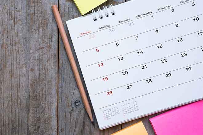 PROMO  Miscellaneous - Calendar Pencil Note Pad Wood - iStock - Tatomm