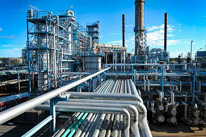 PROMO Energy - Oil Gas Pipeline Refinery - iStock - lagereek