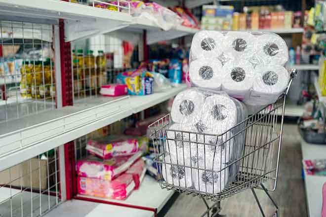 PROMO Miscellaneouos - Shopping Hoarding Toilet Tissue Paper - iStock - Mumemories