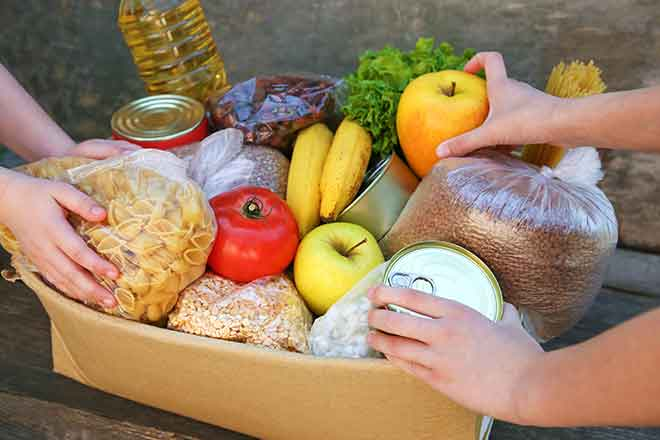 PROMO 64J1 Miscellaneous - Food Basket Donation Box Hands Welfare People - iStock - Mukhina1