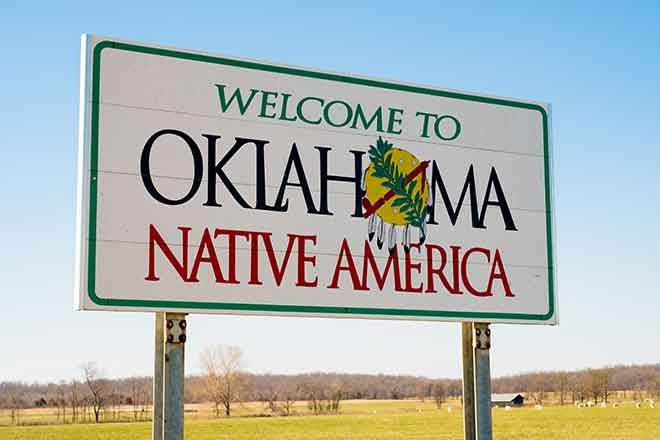 PROMO 64J1 Miscellaneous - Oklahoma Welcome Sign Native America Tribe Tribal - iStock - jaflippo