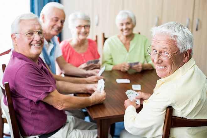 PROMO People - Senior Citizen Cards Game - iStock - Wavebreakmedia