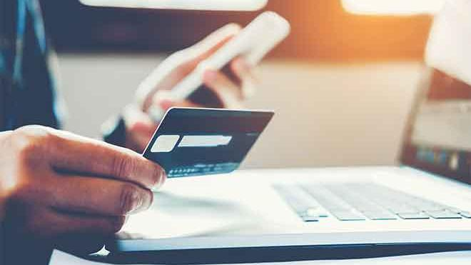 Americans rack up 'shocking' $1 trillion in credit card debt, Colorado one of the highest debt states