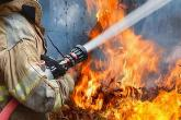 PROMO 64JFire - Firefighter Hose Water Flame - iStock - toa55.jpg
