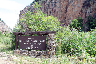 Over 400 sport climbing routes in Rifle Mountain Park