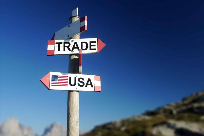 PROMO 64J1 Business - Economy Trade War United States Sign - iStock - Darwel