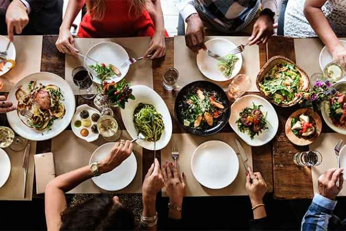 PROMO Food - Dining Dinner Table Plates People - iStock - Rawpixel