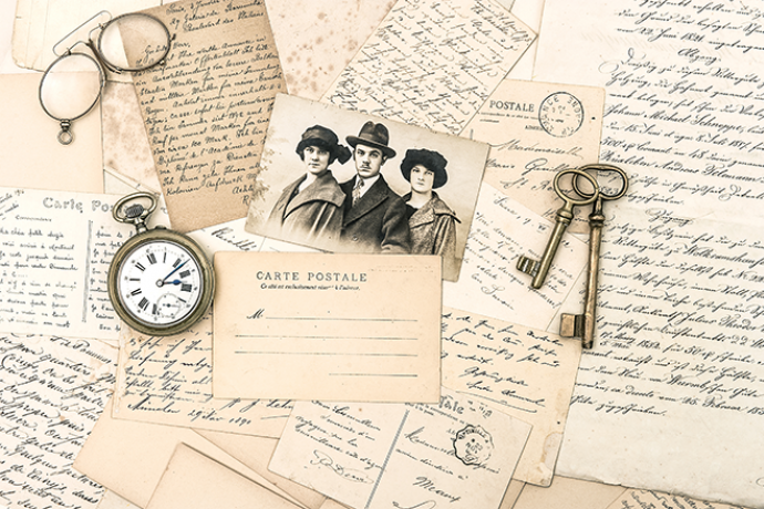 PROMO 660 x 440 History - Post Cards Pocket Watch Keys Spectacles - iStock