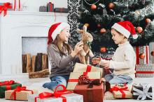 PROMO 660 x 440 People - Children Gifts Christmas Presents - iStock - Milkos