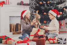 PROMO 660 x 440 People - Children Gifts Christmas Presents - iStock - Milkos